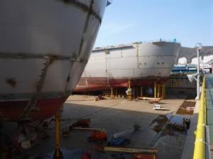 pieter-schelte-allseas-catamaran-van-2-supertankers-maarvoering-coenradie-surveying-solutions_300x225